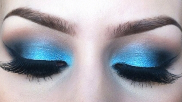 schminktipps augen wimpertousche lidschatten blau