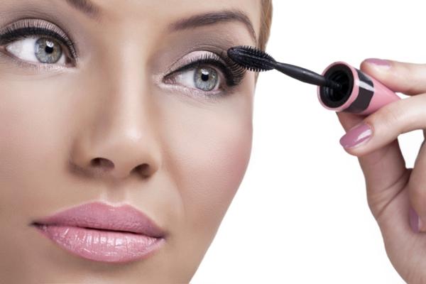 schminktipps augen wimperntusche lippenstift gloss