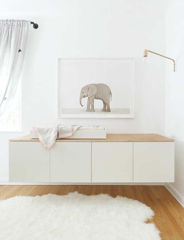 sideboard h ngend an der wand f r eine schicke zimmerausstattung. Black Bedroom Furniture Sets. Home Design Ideas
