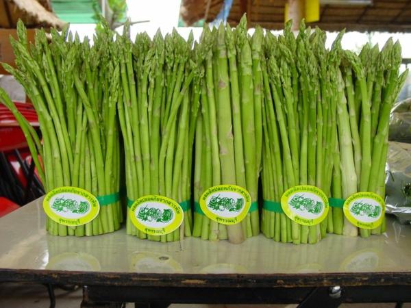 spargel pflanzen grüne markt