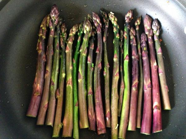 spargel pflanzen lila dünsten pfanne