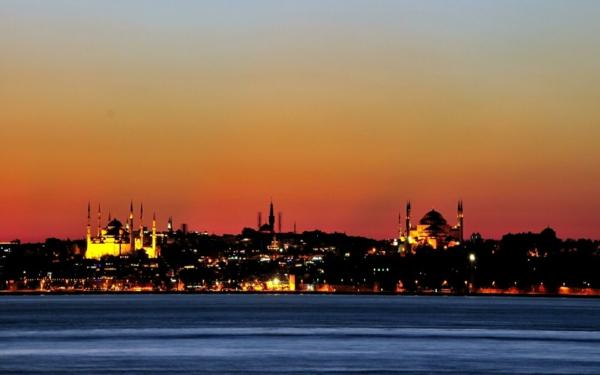 türkei besuchen istanbul reiseziel nachts meer