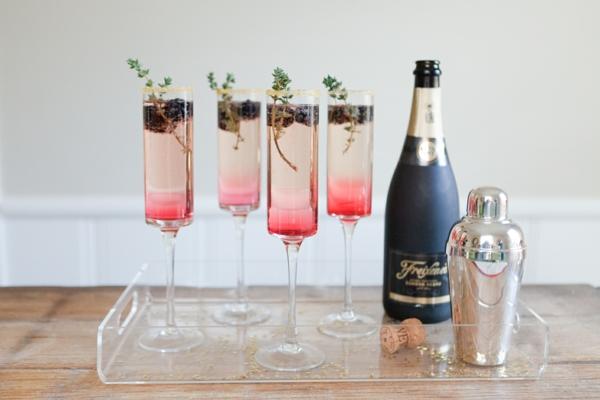 thymian pflege sekt blaubeeren cocktail