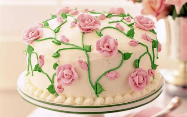 Ausgefallene torten torten k nnen auch untypisch aussehen - Hochzeitstorte dekorieren ...