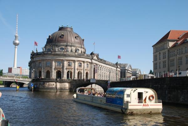 urlaubsziele europa berlin bootfahrt bodemuseum