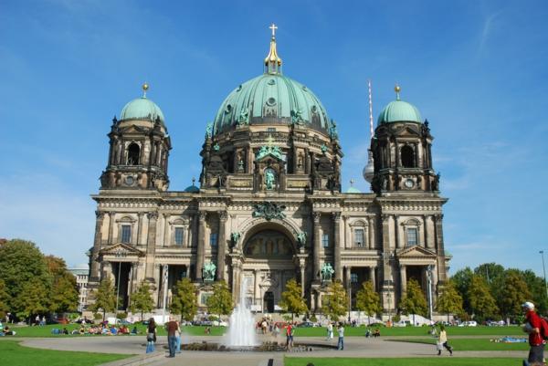 urlaubsziele europa berliner dom lustgarten