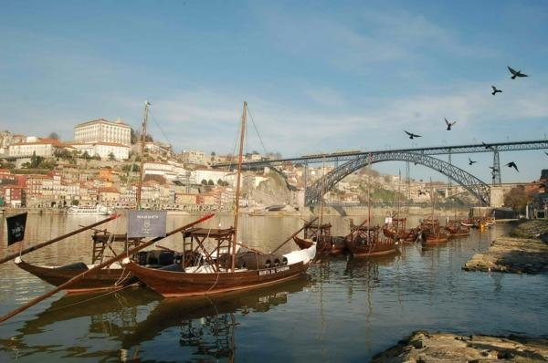 urlaubsziele europa porto hölzerne boote