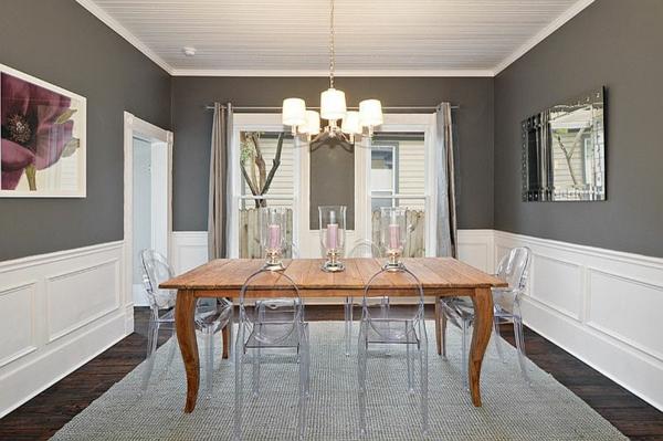 wandfarbe grau esstisch holz durchsichtige stühle