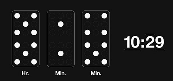 wanduhr design domino stunden minuten