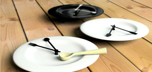 wanduhr design weißes porzellan teller
