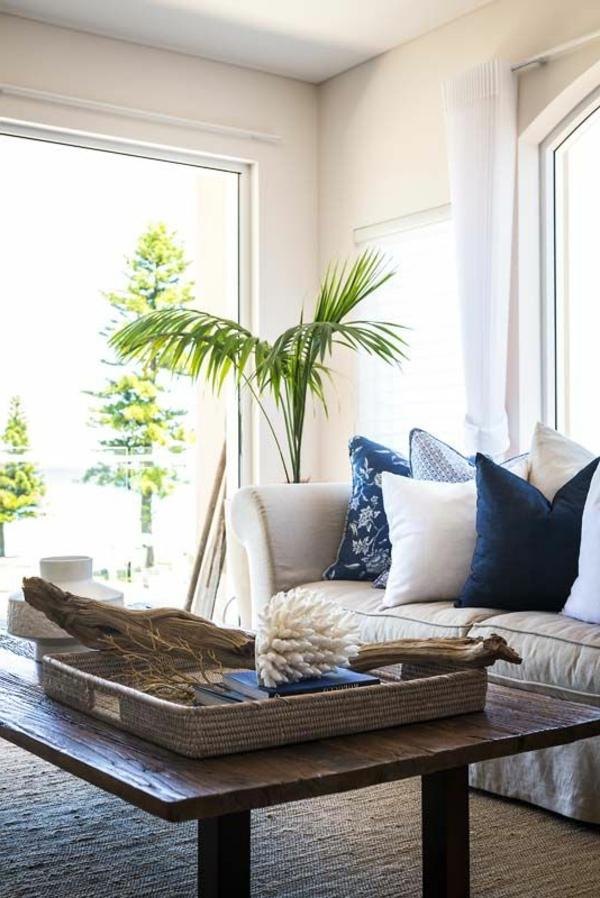 wohnzimmer einrichten pflanze rustikaler couchtisch