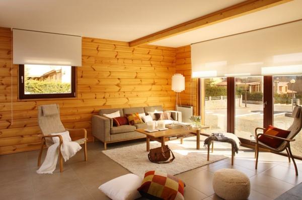 wohnzimmer wandgestaltung holzpaneele dekokissen weißer teppich