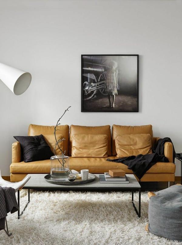wohnzimmer gemütlich einrichten weißer teppich gelbes sofa