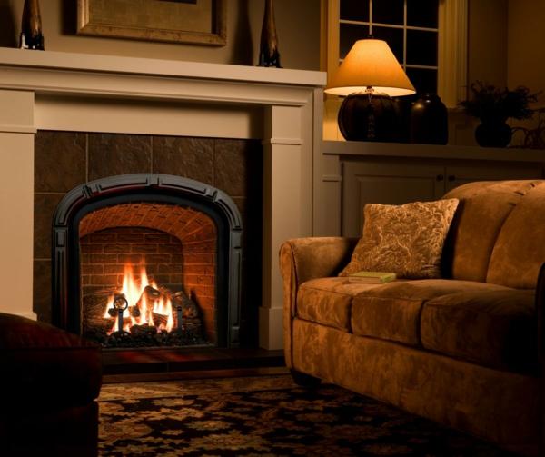 wohnzimmer gemütlich gestalten kamin luxuriöses sofa