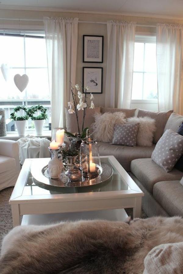 Wohnzimmer gestaltung luftige gardinen blumen kerzen