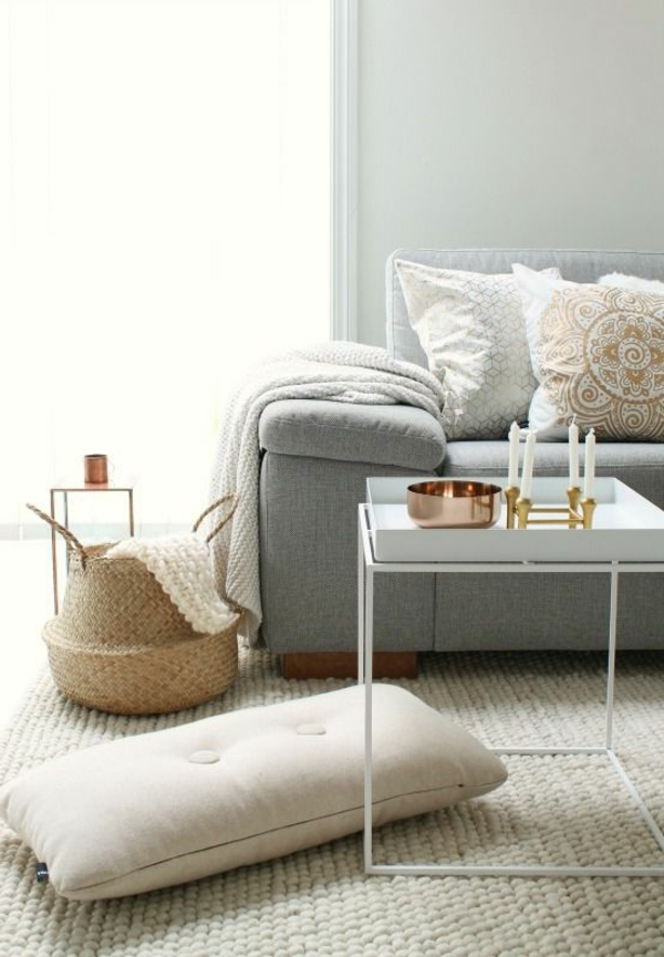 Wohnzimmer Gestaltung Hellgraues Sofa Couchtisch Decke