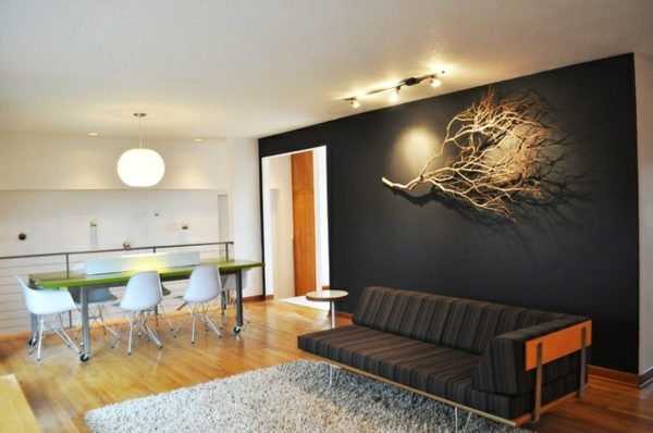 wohnzimmer wandgestaltung zweig aufhängen retro sofa