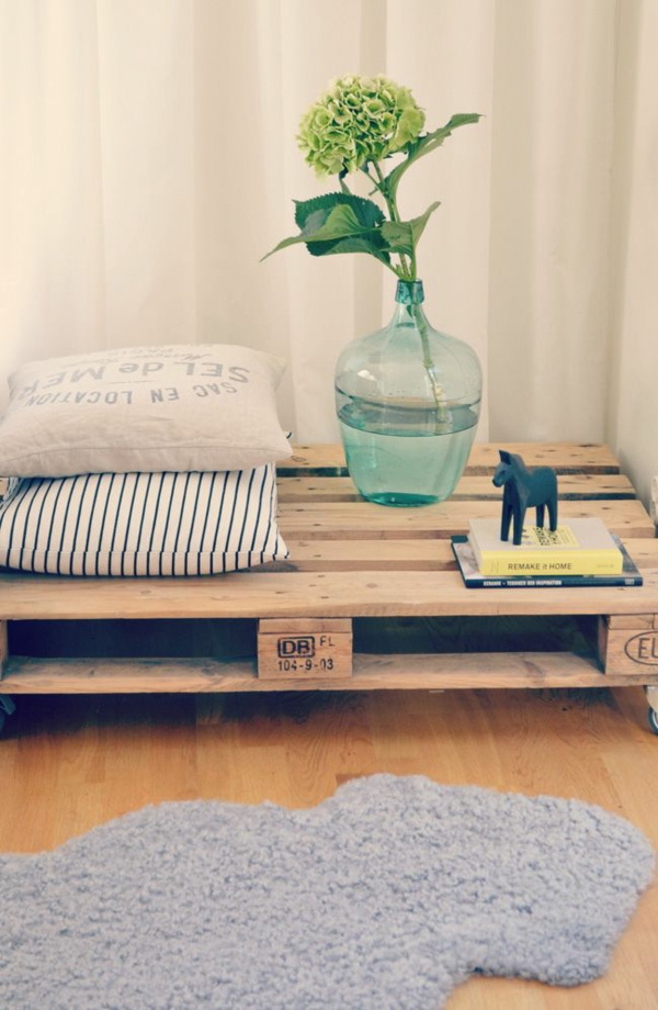 DIY-Möbel-aus-Paletten-diy-sofa-deko-kissen