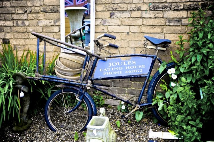 Gartenaccessoires und Gartendekoration vintage stil fahrrad