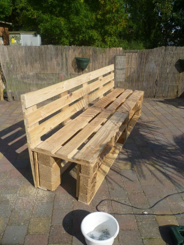 diy gartenm bel aus paletten selber machen holz palettem m bel pictures to pin on pinterest. Black Bedroom Furniture Sets. Home Design Ideas