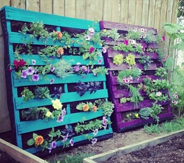 Gartenmöbel aus Paletten grüne ideen pflanzenbehälter