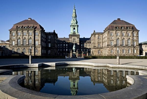 Kopenhagen Sehenswürdigkeiten christiansborg schloss gartenteich