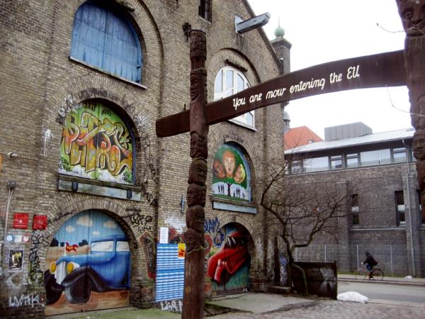 Kopenhagen Sehenswürdigkeiten stadtviertel christiania eingang