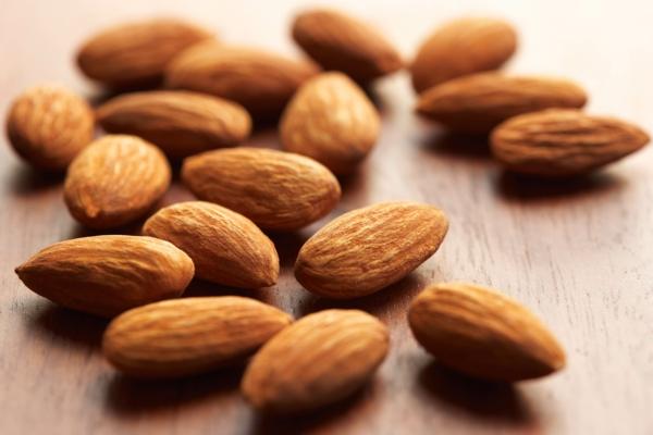 Omega 3 Fettsäuren gesund essen nüsse mandeln Omega 6 Fettsäuren