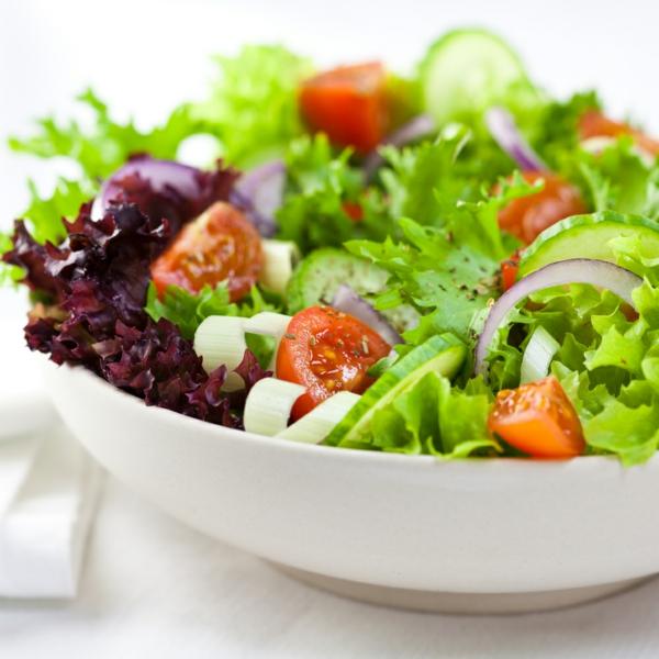 Sternzeichen Fische richtige ernährung frisches salat essen