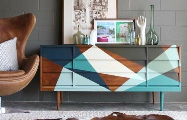 alte möbel neu gestalten holz kommode aufpeppen farbakzente einsetzen