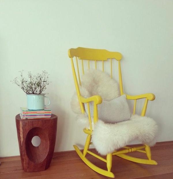 alte möbel neu gestalten schaukelstuhl neu streichen