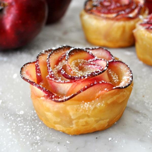 apfel muffins apfelscheiben zimt puderzucker rosen