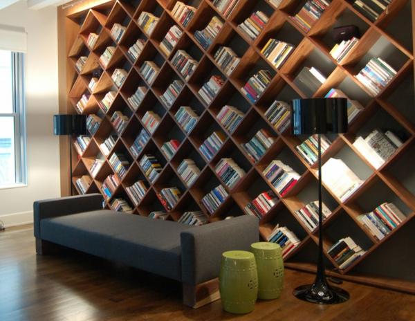 Bücherregal Wand Schräg