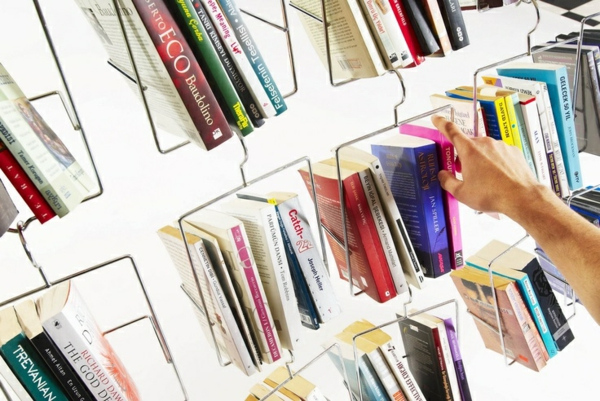 Bücherregal wand schräg  Bücherregal Wand: Designer Wandregale im Wohnzimmer