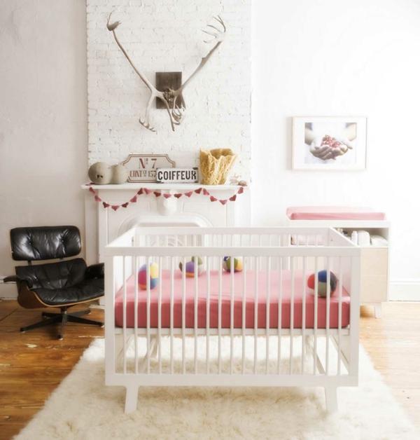 babyzimmer einrichten weißer teppich schwarzer sessel