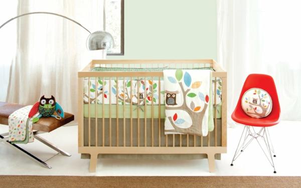 babyzimmer interieur gitterbett roter stuhl