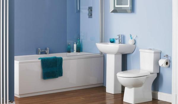 badezimmer design weiß blau holzboden