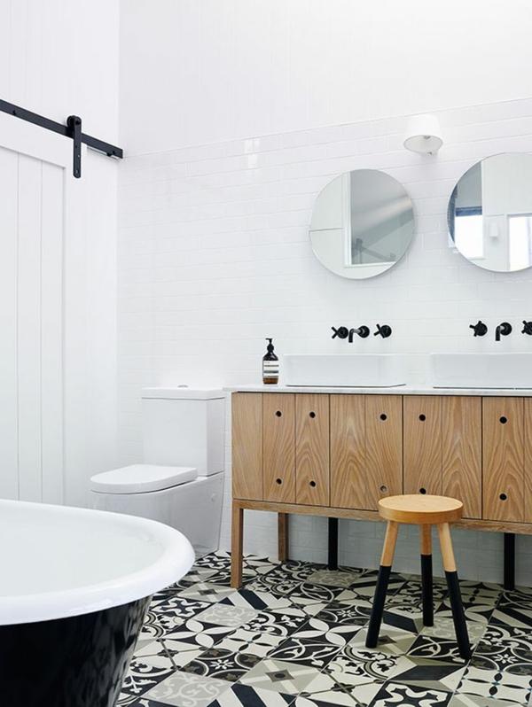 Badezimmergestaltung mit fliesen interessante beispiele for Black and white bathroom design inspirations