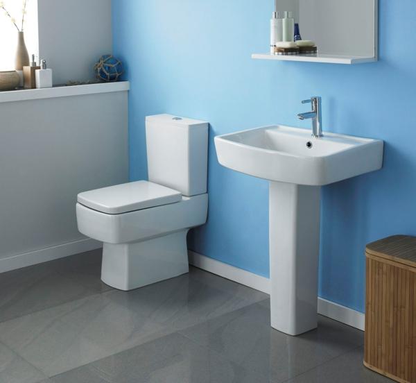 badideen kleines bad hellblaue wandfarbe weiße einrichtung
