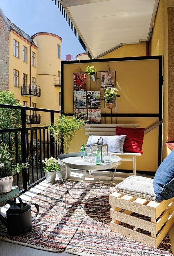 balkon ideen kleiner balkon palettenmöbel balkonmöbel teppichläufer