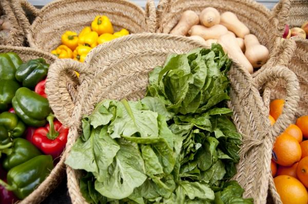basische lebensmittel grüne blattsalate