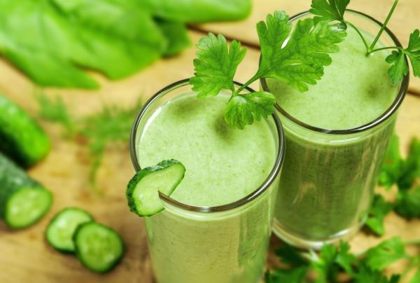 basische lebensmittel gesunde getränke grüne smoothies