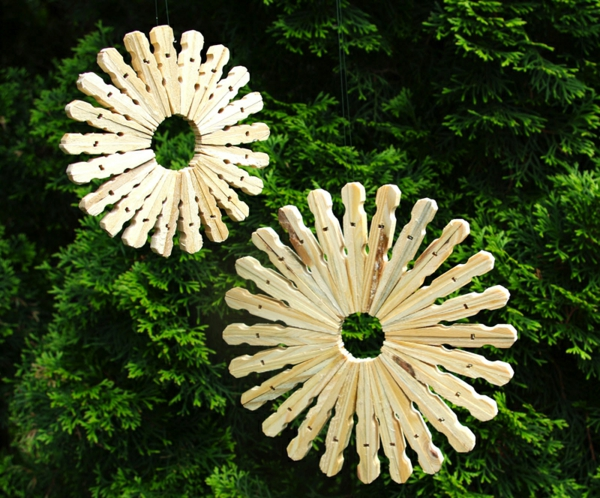 Untersetzer Holz Wäscheklammern ~ Basteln Sie runde Windlichter aus Wäscheklammern und alten Blechdosen