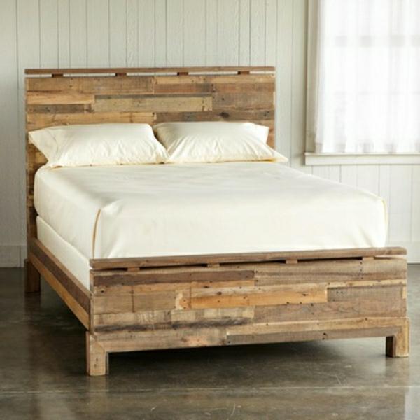 Bett aus Paletten im eigenen Schlafzimmer – inspirierende Beispiele