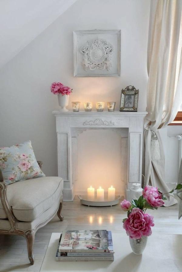 Deko Kamin Kaminsims Ornamenten Stumpenkerzen Weiß