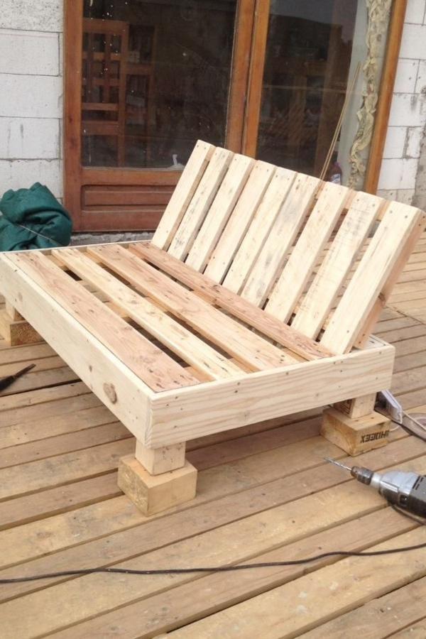 diy Gartenmöbel aus Paletten holz sofa bauen