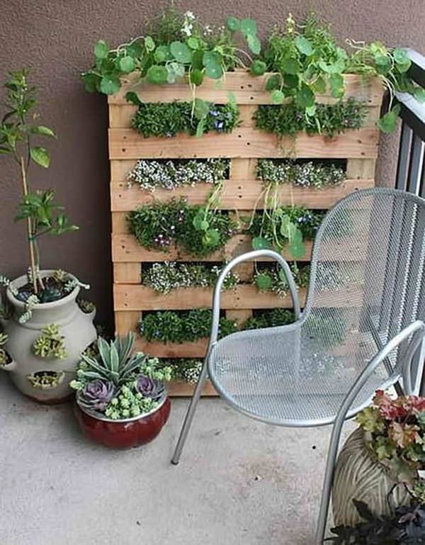 diy Gartenmöbel aus Paletten vertikaler garten
