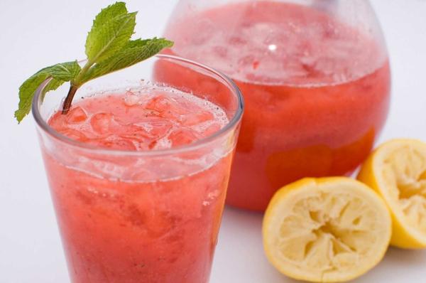 erdbeeren gesund kalte limonade minze