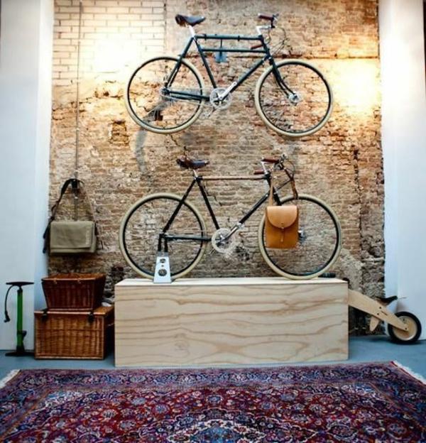 fahrrad aufhangen stander wand ziegelwand farbiger teppich an der