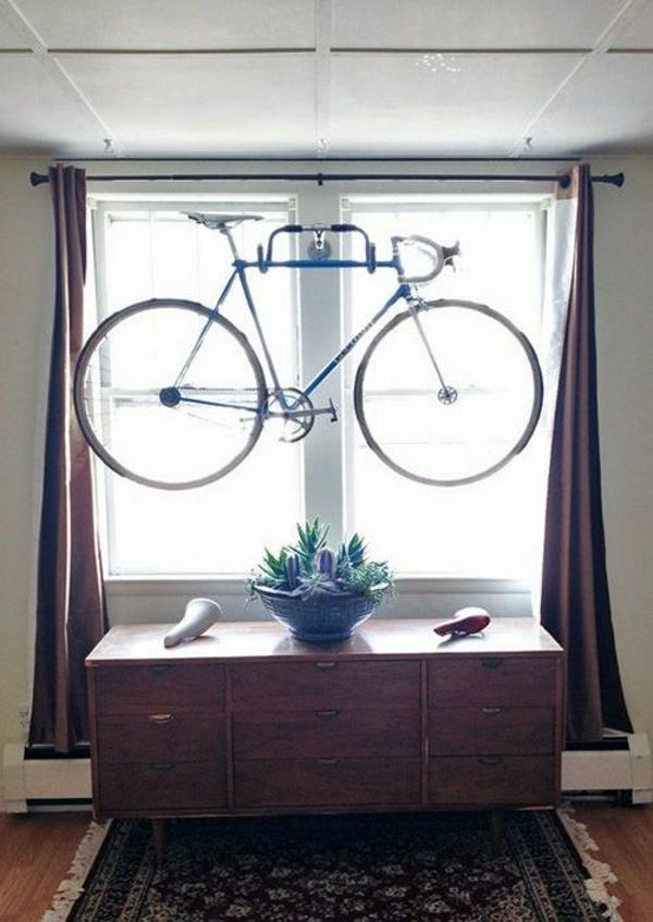 fahrrad ständer zuhause fenster raum sparen